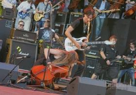 Apocalyptica и Steve Vai флэшмоб с виолончелистами и гитаристами