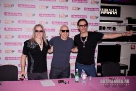 "Автограф-сессия с гитарным трио ""G3"" (Steve Vai, Joe Satriani, Steve Morse)"